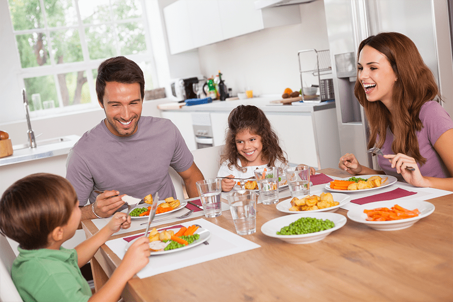 5 Tips to Make Family Mealtime Fun and Easy